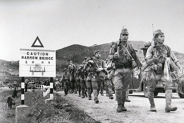 Japanese troops enter Hong Kong via the Shenzhen River, Dec 1941