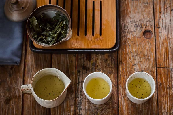 Steeped oolong tea in shiboridashi teapot