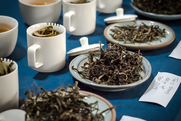 Steeping pu-erh tea for long time while tasting